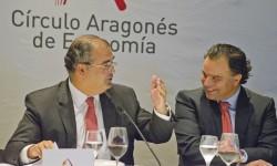 Ángel Ron, presidente del Banco Popular, con fernando de Yarza, presidente del Círculo Aragonés de Economía