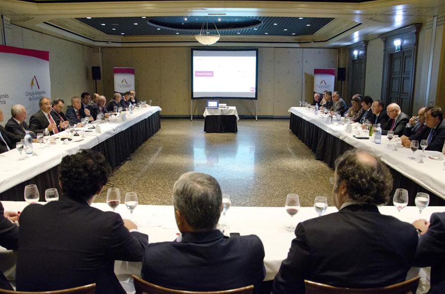 Ángel Ron con los socios del Círculo Aragonés de Economía