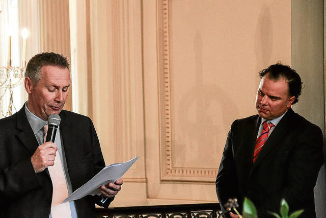Fernando de Yarza –derecha– asumió la presidencia de News Media Europe. En la foto, con lord Black.A. M. (Heraldo de Aragón)